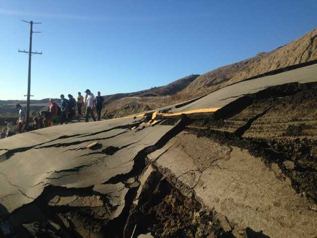 Warped Vasquez Canyon Road turns into temporary tourist stop