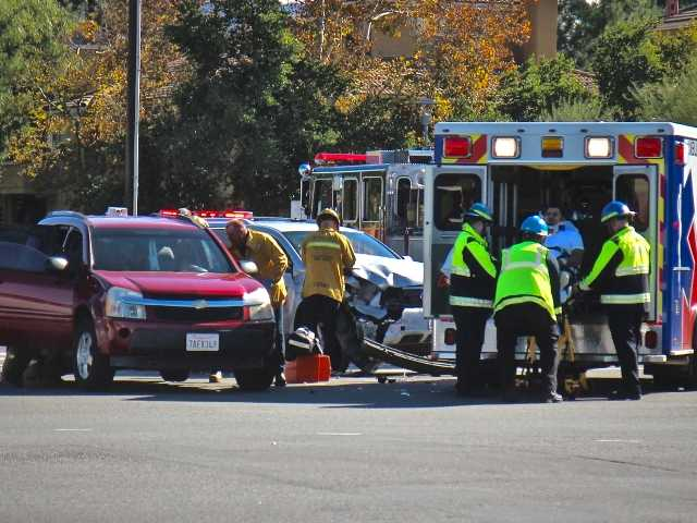 One injured in two-car collision in Valencia