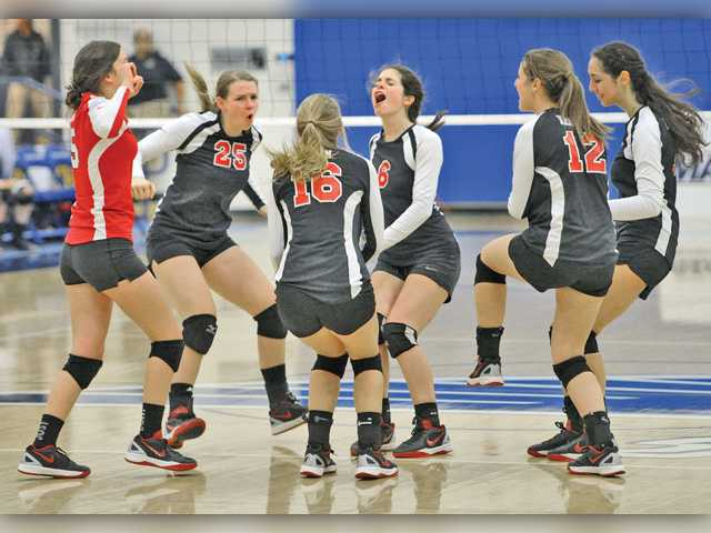 COC and SCCS volleyball prepare for playoff matches