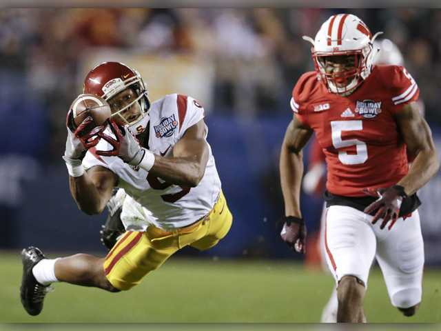 USC wide receiver JuJu Smith-Schuster (9) drops a pass as Wisconsin cornerback Darius Hillary (5) defends during the Holiday Bowl Wednesday in San Diego. USC lost 23-21.