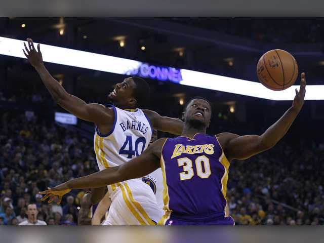 Curry, Warriors spoil Kobe's farewell in Oakland
