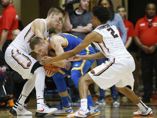 UCLA gets back to .500 in Pac-12
