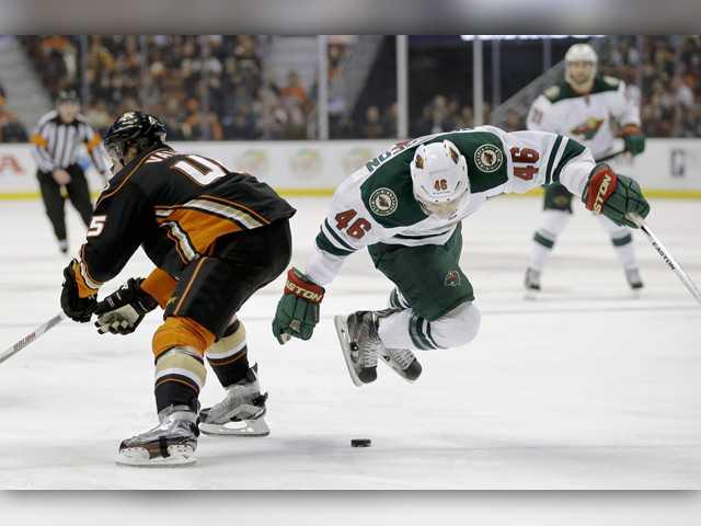 Rackell's third-period goal helps Ducks beat Wild