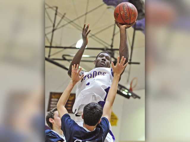Valencia boys hoops wins pivotal league game over Cats
