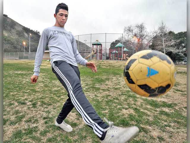Love of soccer helps Valencia's Javier Orellana persevere
