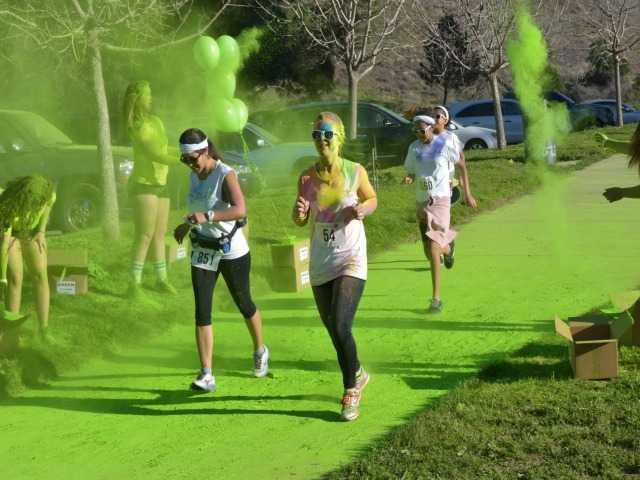 'Santa Colorita' brings crowds, color to Castaic Lake