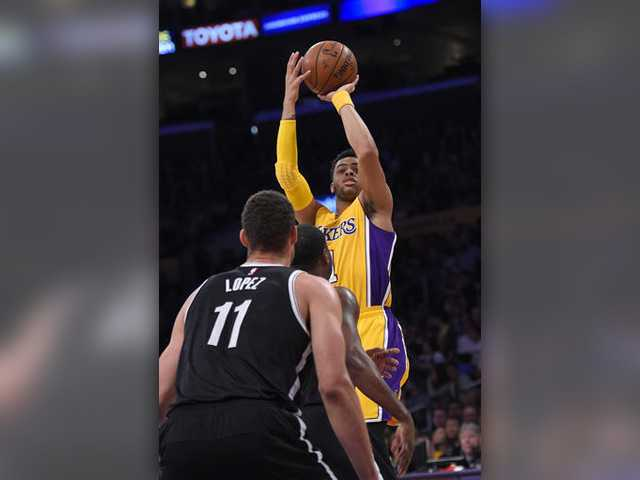 Russell scores 39 in Lakers win