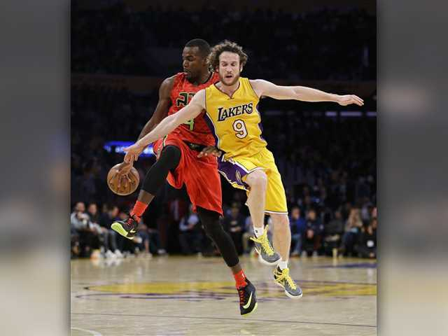Lakers routed at home by Hawks