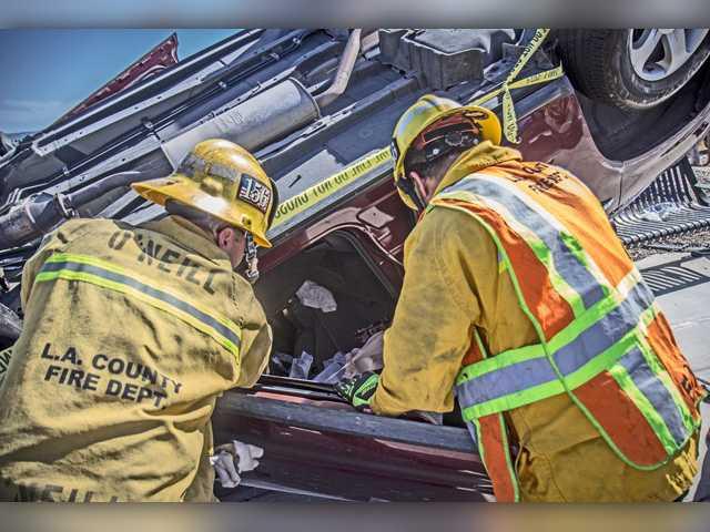 One injured in crash near Valencia High School