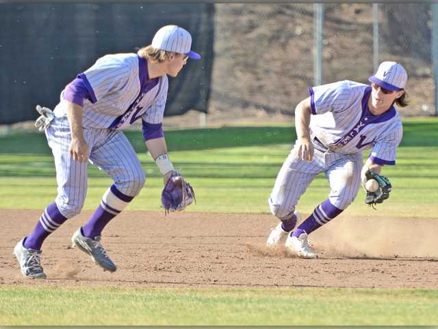Valencia baseball gets by Canyon in extras