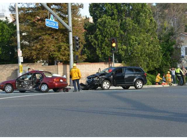 Two people injured in Saugus crash Sunday