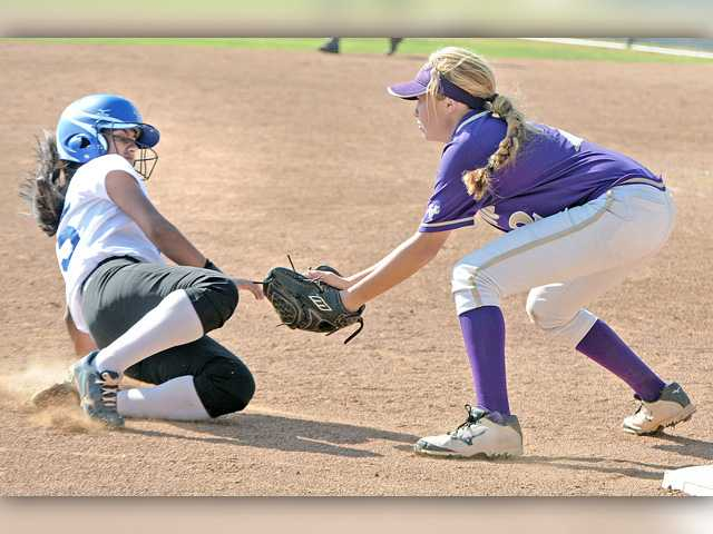 Valencia softball takes a late lead and fends off Diamond Ranch