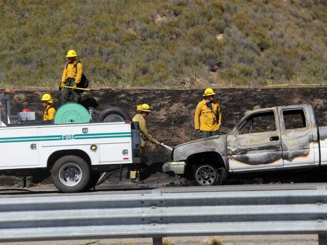 UPDATE: Firefighters knock down 2 brush fires near Castaic within 30 minutes