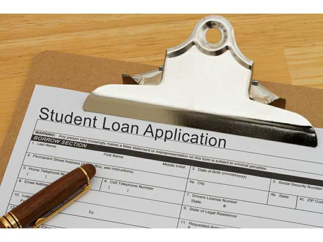 Does warning students about loan debt lead to less borrowing?