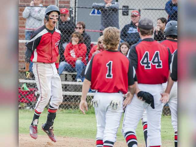 Reeves' walk-off home run lifts Hart baseball to quarters