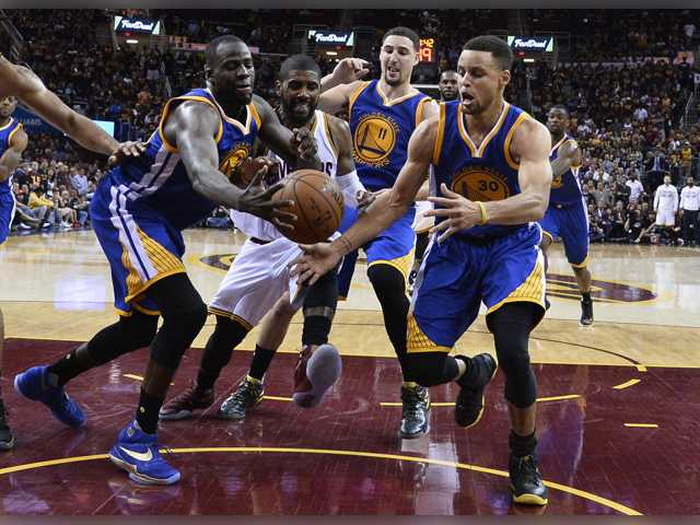 Splish, splash: Curry, Thompson lead Warriors to Game 4 win