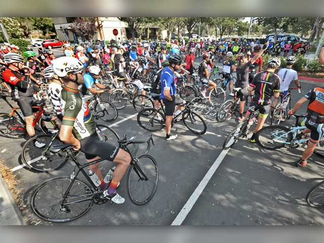 An estimated 300 riders observe a moment of silence in the Santa Clarita City Hall parking lot as they participate in the Rod Bennett Memorial Bike Ride on Saturday. Signal photo by Dan Watson.