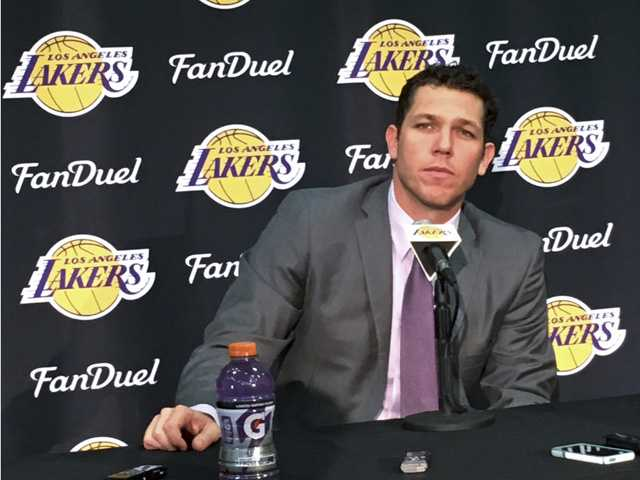 Luke Walton finally reports to Lakers, sees bright future