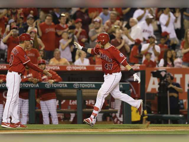 Semien, Davis lead A's over Angels