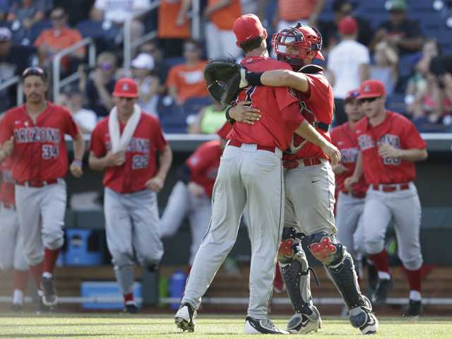 Wildcats, Valencia grad stay alive at College World Series