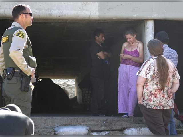 UPDATE: Crews clean up homeless encampments in Santa Clara River