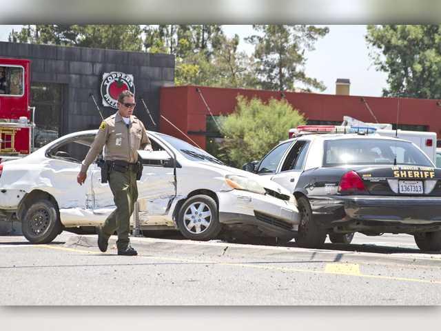 Sheriff's vehicle, ambulance involved in Santa Clarita crash