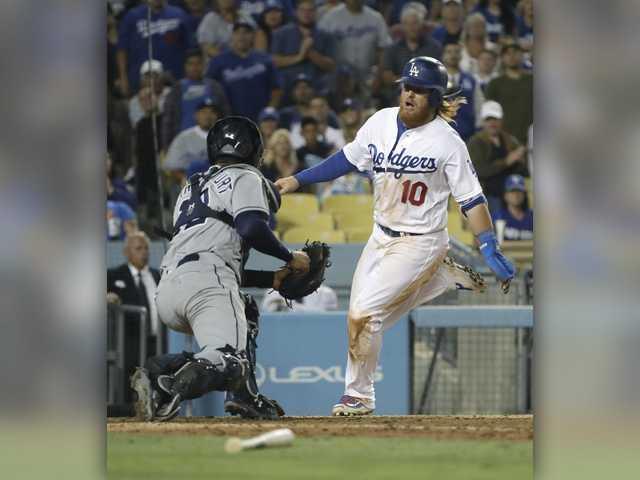 Dodgers slug 5 HRs, beat Padres to snap 3-game skid
