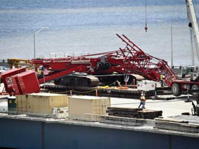 Crane collapses on lanes of Tappan Zee Bridge in NYC suburbs