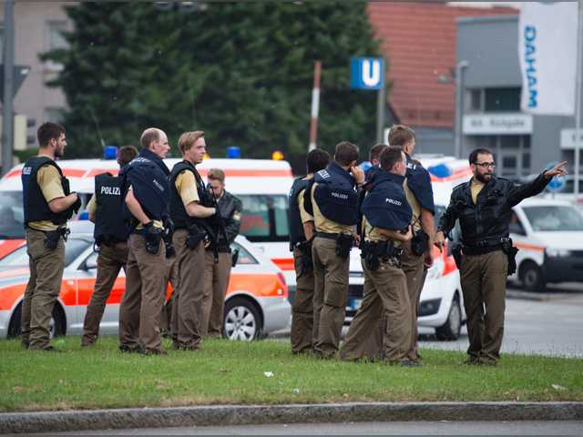 Reports: 6 dead in Munich mall shooting; manhunt underway