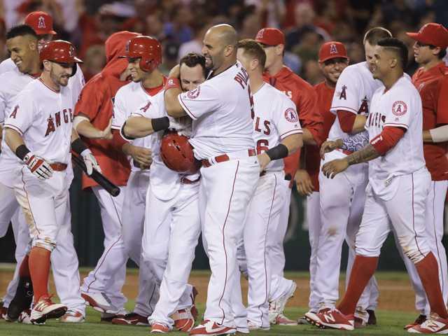 Angels walk off with 2 runs on Ramirez's error