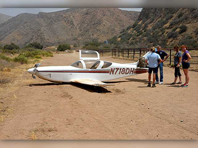 Small plane makes emergency landing in Texas Canyon
