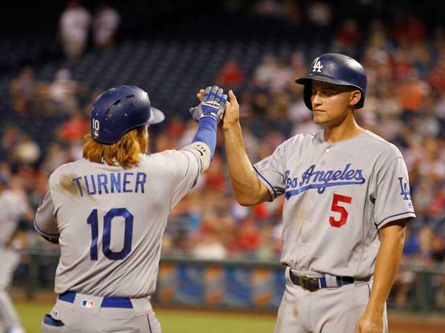 Gonzalez homers twice to lift Dodgers over Phillies