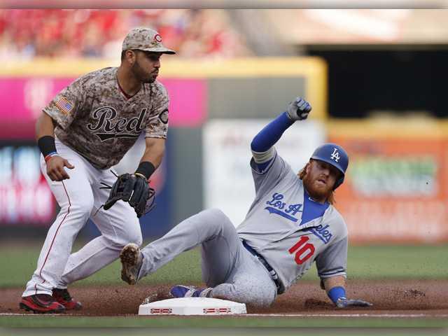 Votto, Lorenzen power Reds over Dodgers