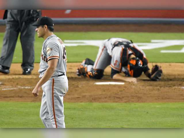 Moore loses no-hitter with 2 outs in 9th, Giants top Dodgers