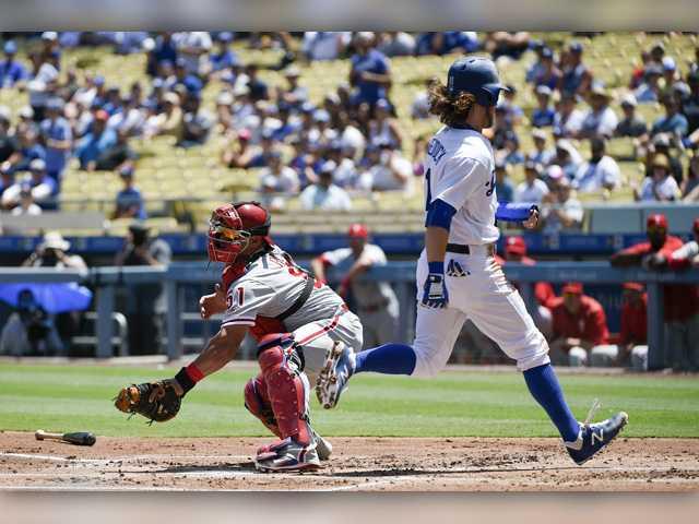 Catcher swap: Dodgers send Ellis to Phillies for Ruiz
