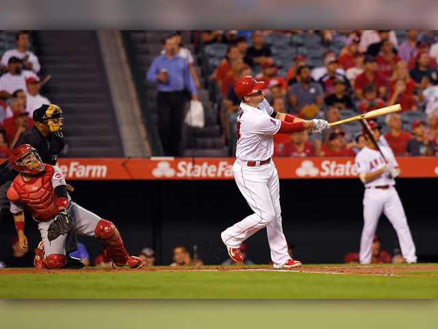Cron's 2 homers lead Angels over Reds