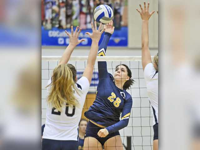 COC volleyball finishes strong in season opener
