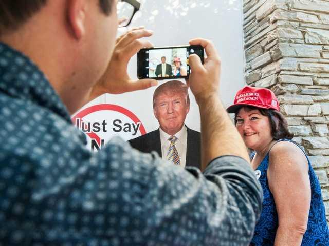 It's 'Monday Night Politics' for Clinton, Trump fans