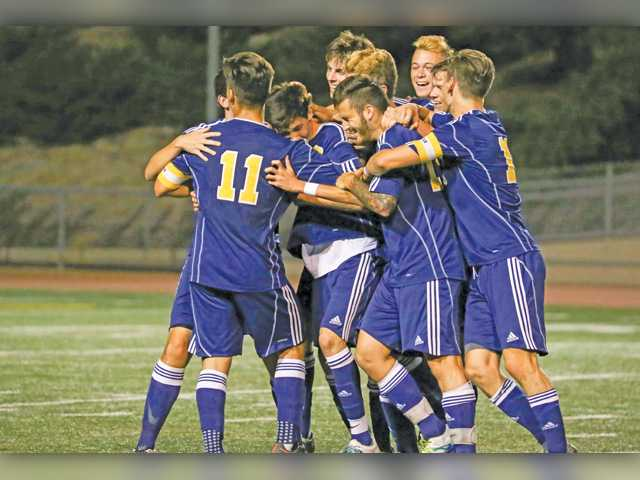 COC Insider: Strong goalie play lifts men's soccer to victory