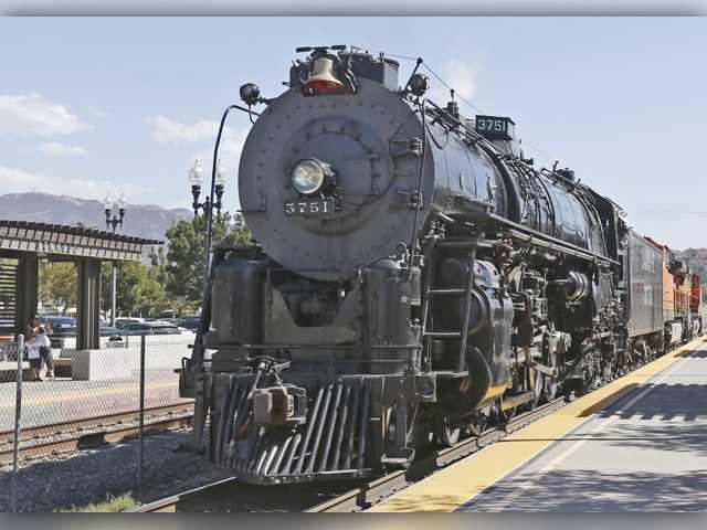 Steam engine makes history during trek through Santa Clarita