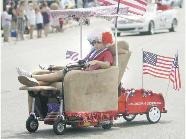 "It's easy livin' on the streets of Newhall for this ""Do-Dah""-styled entrant in the 2008 Fourth of July Parade."