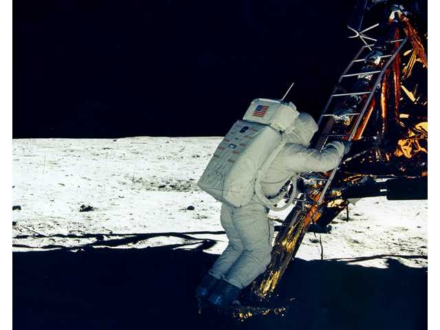 Aldrin on the LM footpad.