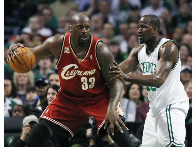 Cleveland Cavaliers' Shaquille O'Neal (33) looks to make a move against Boston Celtics' Kendrick Perkins in the first quarter of an NBA basketball game, Thursday, Feb. 25, 2010, in Boston.