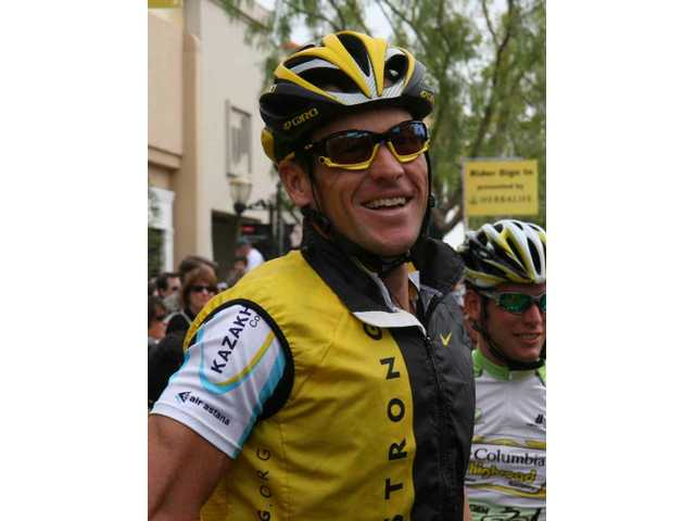 World-renowned professional cyclist and cancer survivor Lance Armstrong rolledin and outof the Santa Clarita Valley today for the first time, and locals gave him a rock star's welcome.