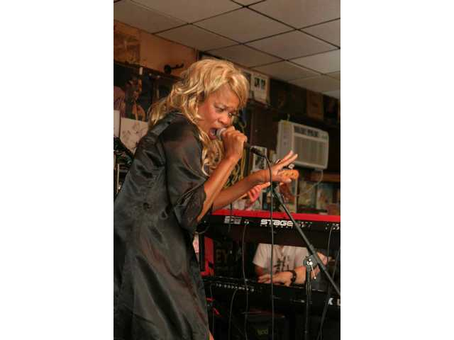 "Carolyn ""Mama-O"" Rogers gets down at the band's Baked Potato gig in January 2009."