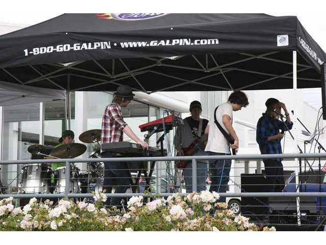 Second 'Jamfest' rocks Saturn dealership Saturday