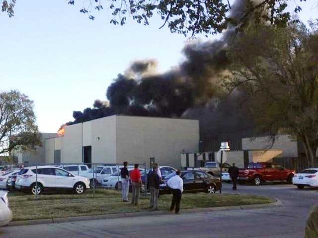 Plane crashes at Kansas airport, at least 4 dead