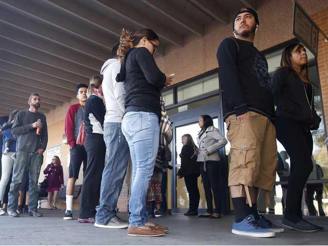 Immigrants apply for Arizona driver's licenses