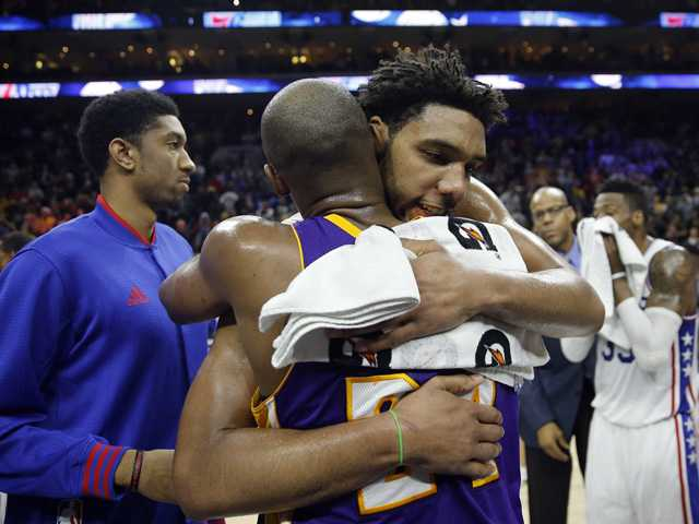 <p><span>Kobe Bryant won over the fans — he just couldn't beat the previously winless Philadelphia 76ers.</span></p>