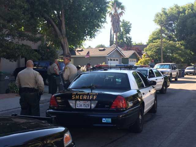 <p>Sheriff's Department patrol cars line the street in front of a Valencia home where a man was suspected of being holed up after allegedly attacking his parents with a small kitchen knife. Signal photo by Aaron Lanuza</p>